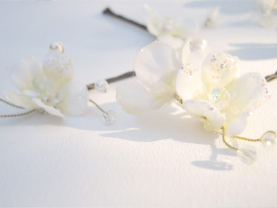 chantal_mallett_accessories_gold_hair-pins_floral_fey